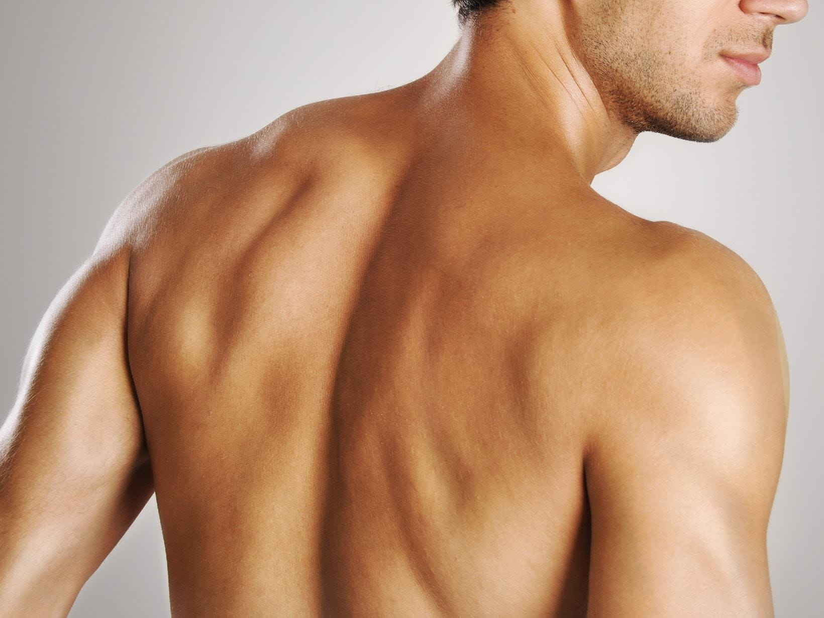 manscaping your back hair using a mirror