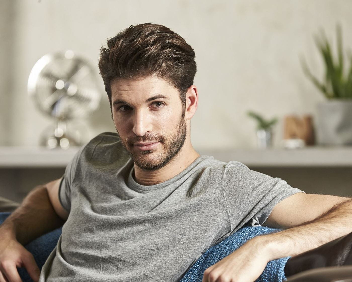 What causes an itchy beard?
