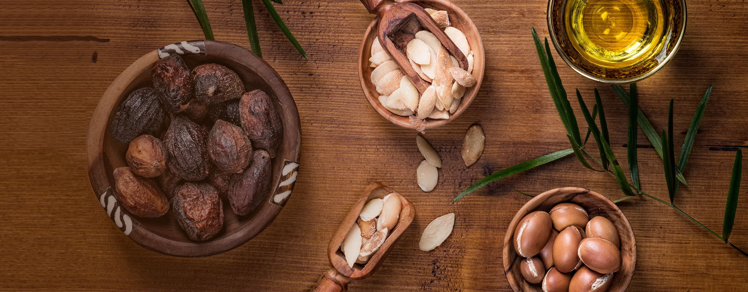 Argan nuts and oil